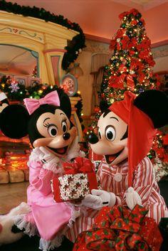 christmas parties, christmas time, walt disney, disney christmas, mickey mouse, christmas morning, magic kingdom, holidays, minni