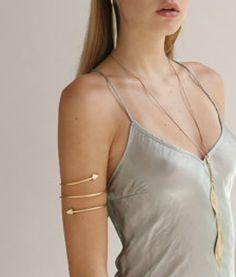 Upper Arm Arrow Cuff Bracelet In Gold