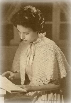 Vntg CAPELET Wrap Vintage Crochet Pattern 1950s - Lovely FEMININE LACE Capelet  - Bedjacket -  Wrap