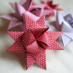 Learn in 40 illustrated steps how easy it is to make these stars. It is not as confusing as it looks and can become addicting.