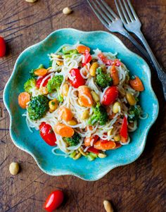 Peanut Noodles with Mixed Vegetables and Peanut Sauce - super quick and easy, and few ingredients!