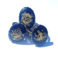 Zodiac Rings.  http://www.jesseca-anne.com/Zodiac