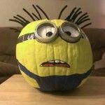 Love this Minion Pumpkin! Fall Crafts - @99 Crafting.net
