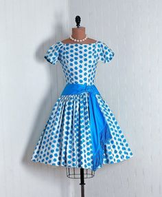 This is so 50's and so great looking ... love those polka dots.