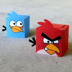 This site has a bunch of fun free #printable toys (using that term loosely... they're like paper finger puppets), such as Angry Birds (pictured here), Wallace & Gromit, Peanuts characters, etc. They go together pretty easily.