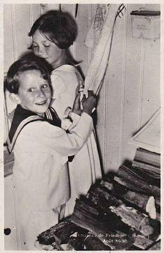 Prinz Baudouin von Belgien mit seiner Schwester Josephine-Charlotte