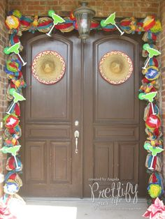 Cinco de Mayo Doorscape - My first thought was looks like a great party here - I'll bring the guacamole and some sangria (cause I'm not fond of Margaritas.)
