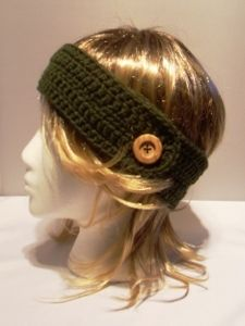 crochet headband with button.
