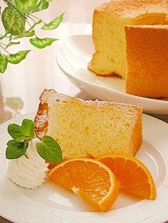 「オレンジジュースで★オレンジシフォンケーキ」ほのかにオレンジの風味がするシフォンです。アルミシフォン型18cmを使用しています。【楽天レシピ】