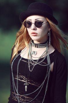nu goth. chains + choker + all black