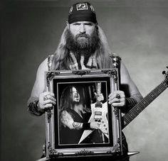 Zakk Wylde, from Black Label Society and Ozzy, holding a portrait of Dimebag Darrell