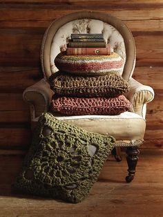 What I plan on making with my bulky and super bulky yarn -- only a few rounds per square!! Crochet Squares Cushion pattern by Marie Wallin (via Ravelry)
