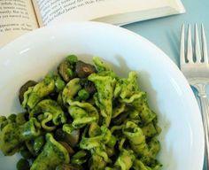 #Recipe: Spinach Pesto Pasta with Fresh Peas and Mushrooms