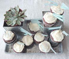 DIY Wedding Cake: Flag-Topped Wedding Cupcakes