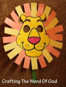 Daniel In The Lions Den mask made using a paper plate.  Use template.