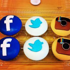 Facebook, Twitter, & Instagram cupcakes!
