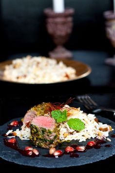 Geräucherter Sadri Dudi Reis zu Lamm in Pistazienkruste mit Granatapfeljus | foodlovin.de