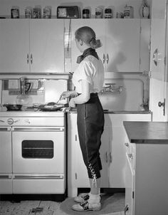 Love the lacing on her capri pants! #vintage #1950s #fashion #cooking #homemaker