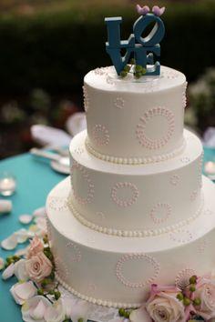 L.O.V.E this wedding cake idea