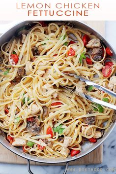 Lemon Chicken Fettuccine ; a fresh and easy take on dinner, tossed with tomatoes, mushrooms, lemon juice and olive oil.