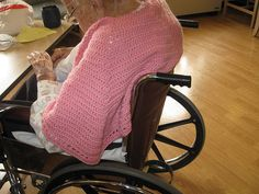 Wheelchair wrap by YarnSafety: Nice present for the elderly in nursing homes or cancer patients Libraries, Crochet Prayer, Wheelchair Crochet, Elderly Gifts, Pattern, Crochet Thing, Wheelchair Wrap, Crochet Shawlswrap, Crochet Idea