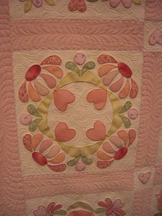 Beautiful quilting design!