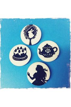Alice in Wonderland Party: badges