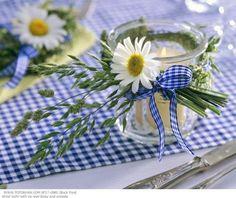 blue gingham, daisies