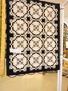 black and cream Burgoyne Surrounded quilt