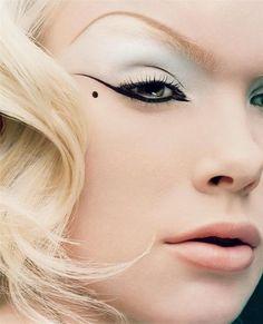 Cool eyeliner shape #makeup