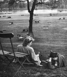 An American soldier and his English girlfriend in Hyde Park. Photograph by Ralph Morse. London, May 1944.