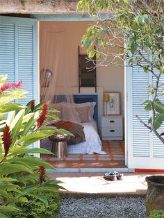 cabeceira da cama feita com uma porta