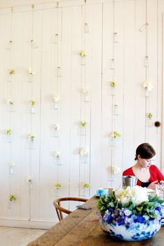 DIY HOME: HANGING FLOWER WALL