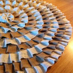 Burlap Christmas tree skirt #ruffles #burlap #diy