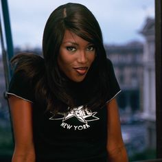 How To Look Like A '90s Supermodel | Naomi Campbell