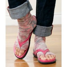Free Pedicure Socks Knit Pattern - Free Patterns - Books & Patterns - For those of you that want to wear flip-flops all year, but live in the frozen North.