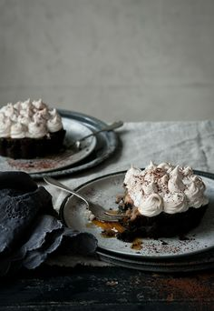 ... chocolate banoffee pies ...