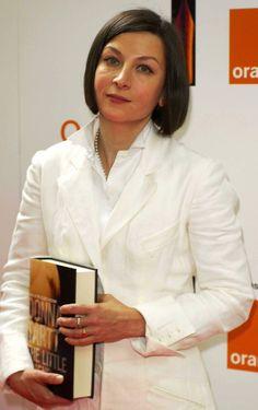 Donna Tartt. Geboren 23-12-1963 in Missisippi. -  In 1992 debuteerde ze met de roman  The Secret History - De verborgen geschiedenis. In 2002 verscheen The little friend - De kleine vriend.