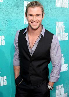 Chris Hemsworth arrives at the 2012 @MTV Movie Awards