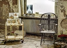 Abandoned Doctor's House Photos Reveal The Past Lives Of A Mansion (12 pics) | Little White LionLittle White Lion