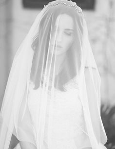 classically pretty crowned veil