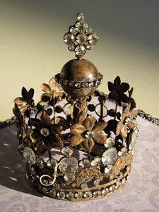 My heAD is in need of this cRoWn!