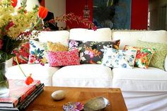 floral prints, living rooms, color, living room designs, throw pillows, homes, live room, living room pillows, accent walls
