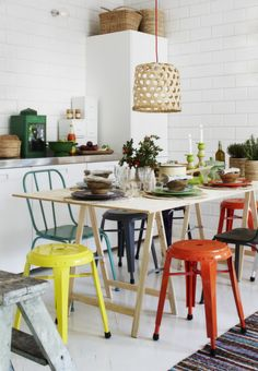 What a pretty colourful kitchen!