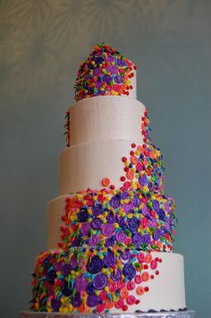 very pretty, simple cake decorating technique.  would make a great birthday cake on a single tier.