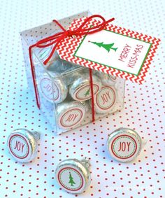 Merry Kissmas free printable tags ...this would make such a cute and easy gift!