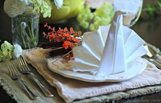 A beautiful and simple Thanksgiving Table Setting idea.