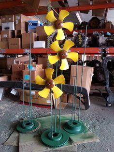 yard art diy, flower pins, car part yard art, sunflow flower, diy yard art