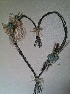 Barbed wire heart wreath makes great wall art, I'm going to give this a go!