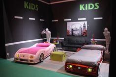 Cama-coche con sonido y luces para chicos y chicas #niños #decoracion #coches #dormitorio #cama #GiftrendsMadrid #IFEMA